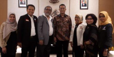 Dewan Komisioner KOMNAS Perlindungan Anak bersama Menteri Sosial Republik Indonesia Juliari Batubara.