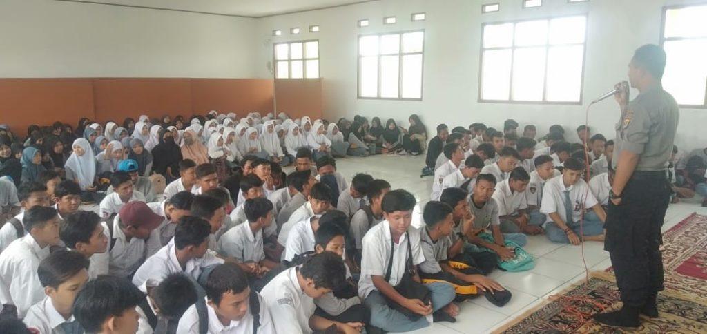 Kanit Binmas Polsek Tambelang Giat Pembinaan dan penyuluhan bahaya Narkoba di SMK Alam (2)