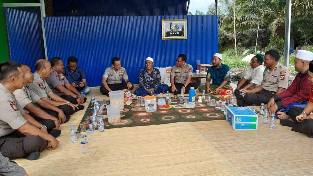 Pererat Silaturahmi, Kapolres Kobar Sambangi Pondok Pesantren Dar Ar - Raudhah (3)